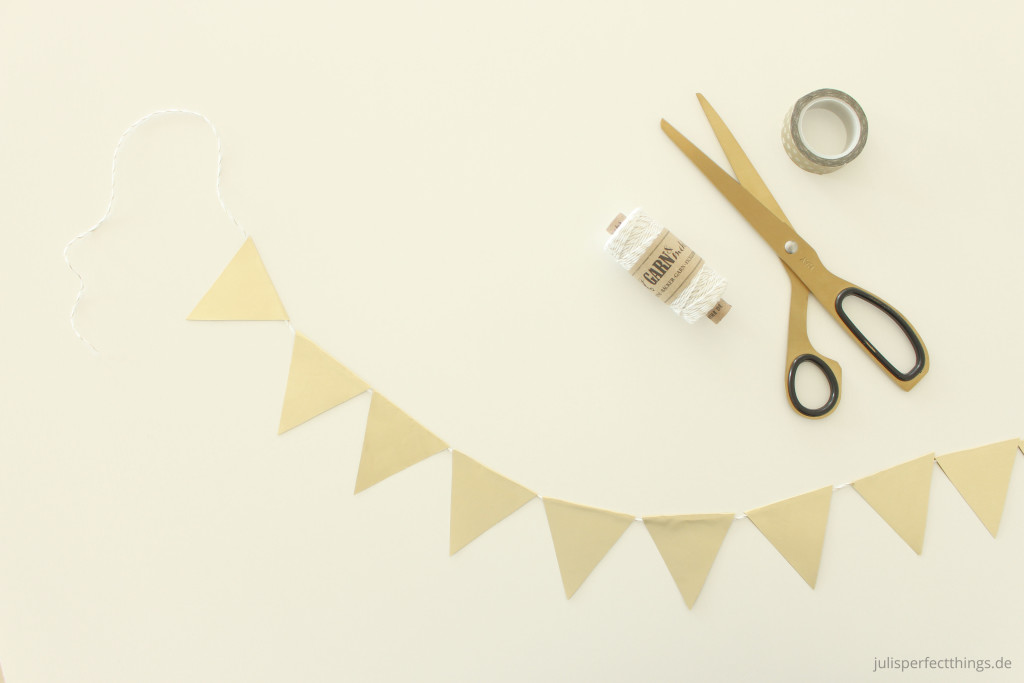 DIY Wimpelgirlande Dreiecke Gold